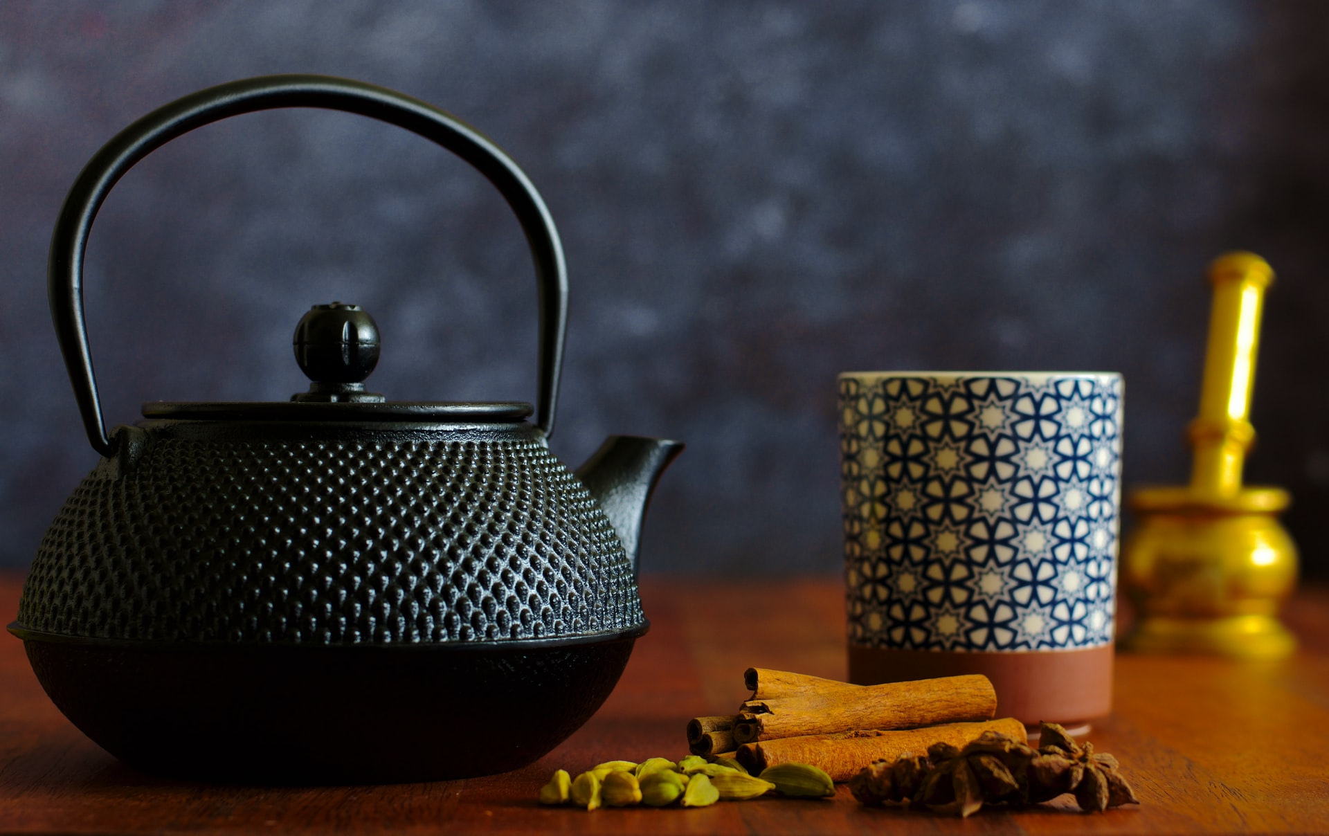 Teapot and spices